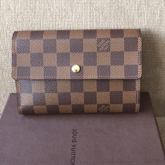 2593873bab982 Louis Vuitton Handbags - Louis Vuitton damier ebene wallet